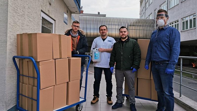 Pierwsza ze zrzeszonych w VAP firm przekazała płyny do dezynfekcji szpitalowi w Kielcach