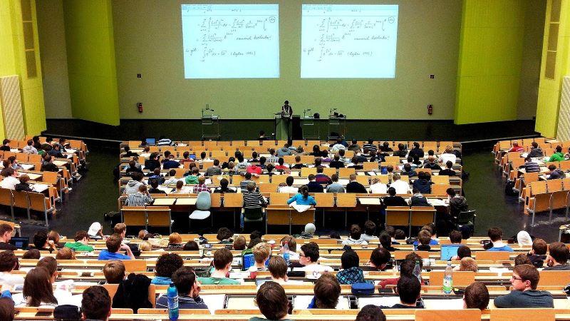 Kto studiuje i kto wykłada w Polsce?